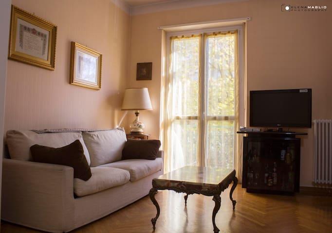 Divano letto con TV+MegaCOLAZIONE - Turin - Lägenhet