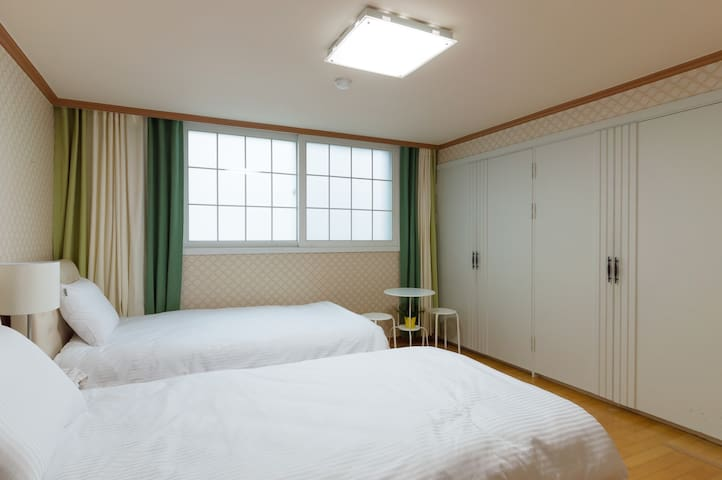 Cozy Stay@Haeundae Beach, Near MTR! Best Location!