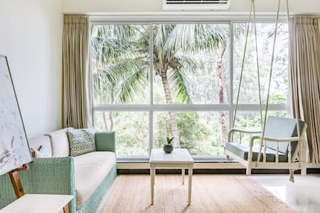 The Abstract Suite, Art-themed Apt with Forest View & Swing