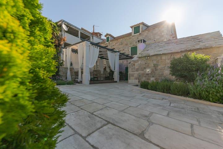 Villa Bante - Luxury Stone House