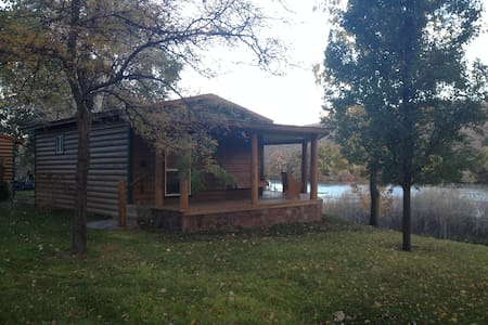 River Ranch Retreat/Cabin - Cabaña