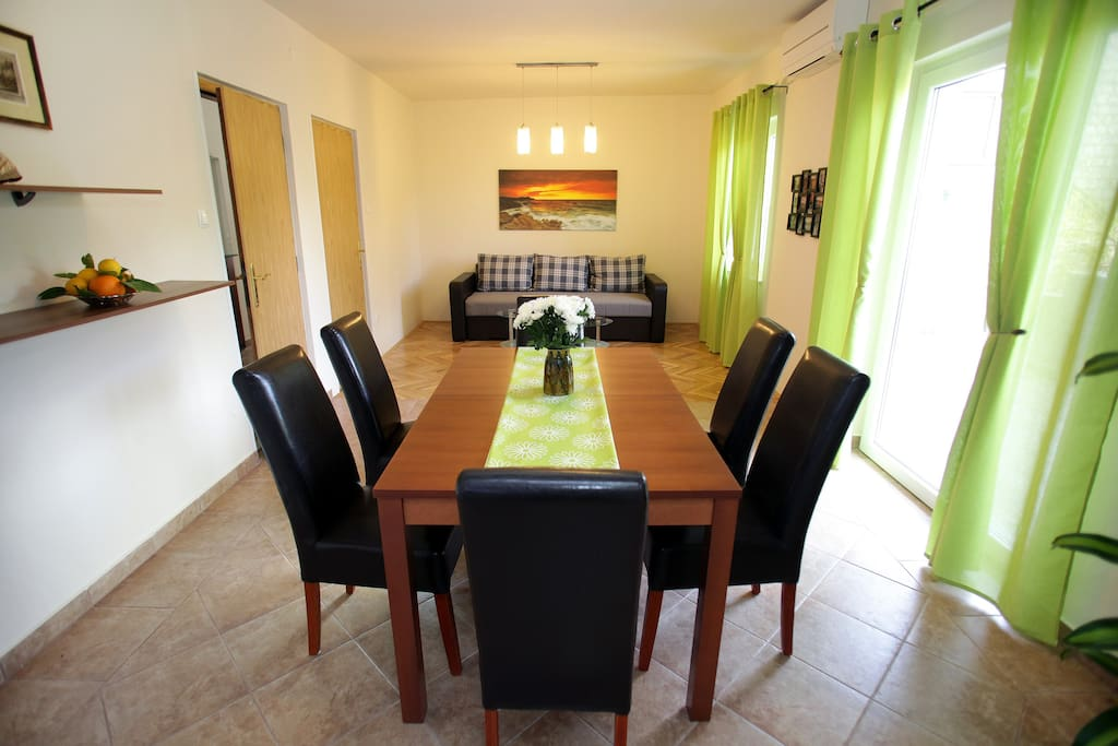 Spacious living and dining room with easy acess to open big terrace. Airconditioned