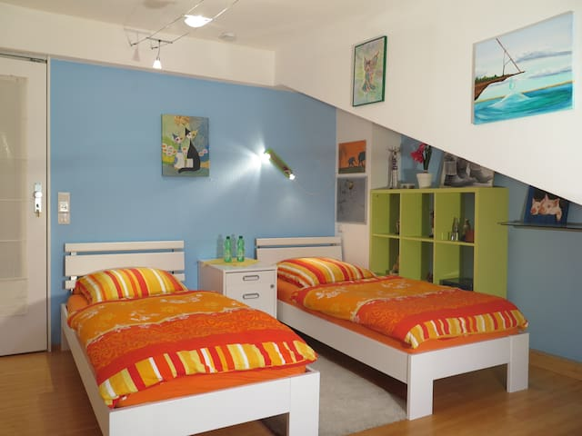 Room Pia, two single beds (90 x 200), 2-3 persons, first floor and garden view