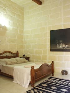 Cosy Room, authentic  Farmhouse with heating Pool - L-Għarb - Villa