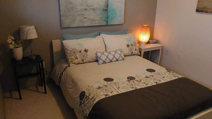Cosy Zen Bedroom Nestled in Nature