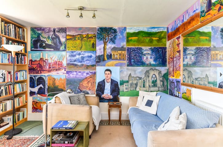 Artistic  room 3 min from Baron's Court St