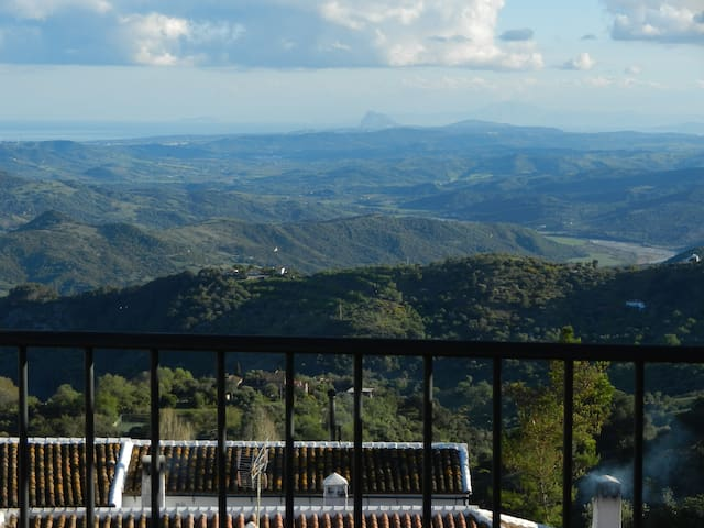 TIA MIA, CUTE VILLAGE HOUSE w/ INCREDIBLE VIEWS - Gaucín - Huis