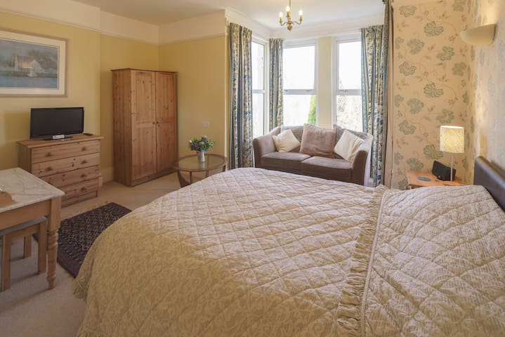 Barnabas House BnB on Dartmoor - Yelverton - Bed & Breakfast