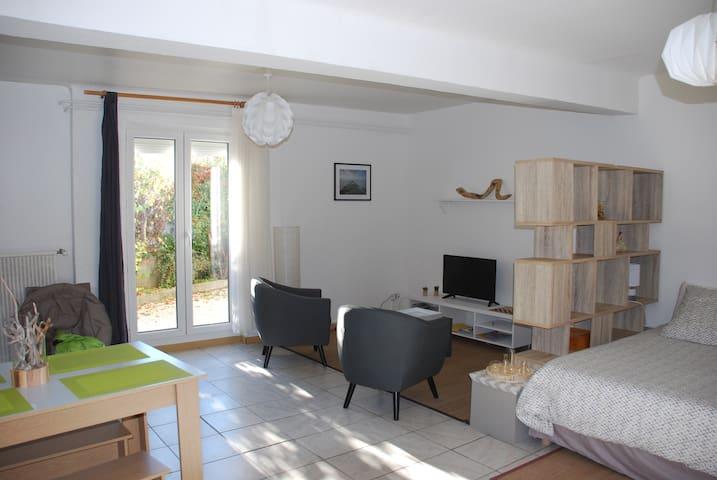 Grand studio sous le soleil de Haute-Provence
