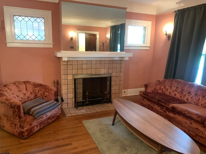 ELEGANT & CLASSY 2 BDR,MINUTES TO MIDTOWN/DOWNTOWN