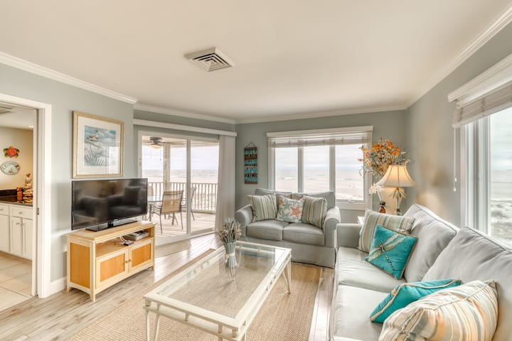 Oceanfront top floor villa with spectacular ocean views - prime location!