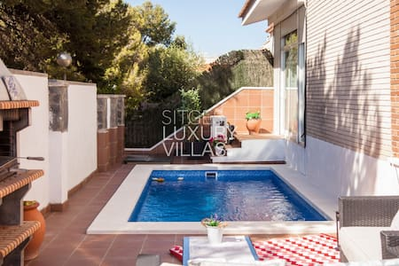 Villa Carmen, with heated pool at 5 min.to Sitges