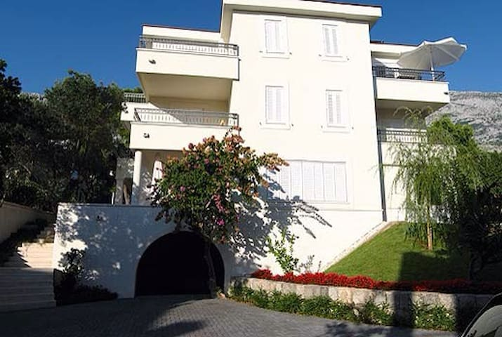 Amazing Apartment in quiet place - Makarska - Appartement