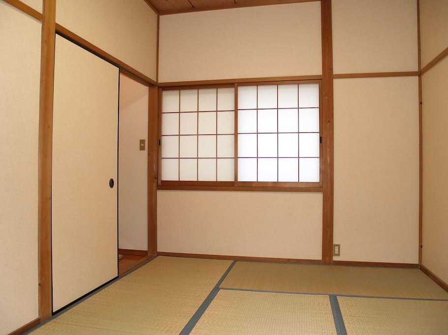 2F japanese style Tatami ( 6 plate ) sleeping room ( 9,7 square meter )
