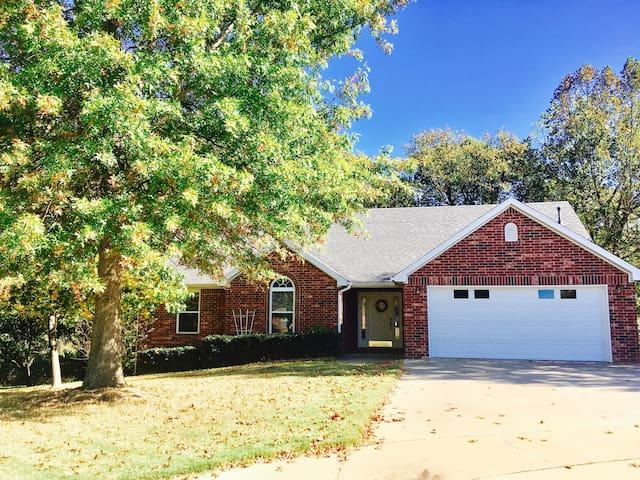 Modern Rustic Getaway - Fayetteville - House