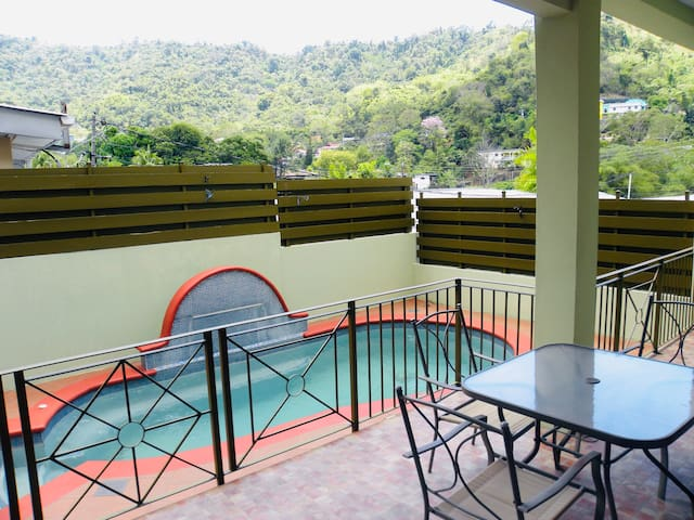 Charming 3 Bdrm Townhouse, WiFi/AC,  Private Pool