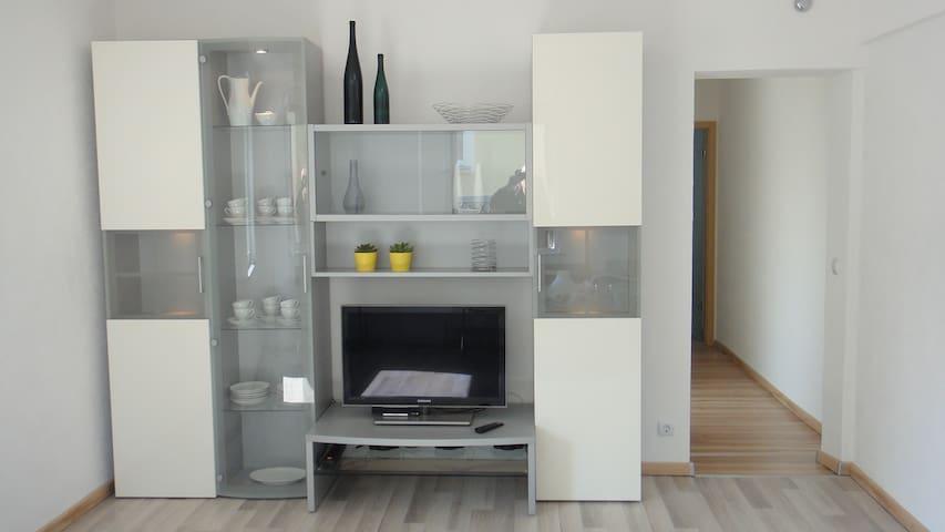 Wohnzimmer mit Sat-TV und WLAN/Living Room with Sat-TV and WiFi