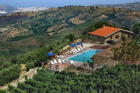 A beautiful Farm Holiday In Cilento - Torchiara, Salerno - Bed & Breakfast