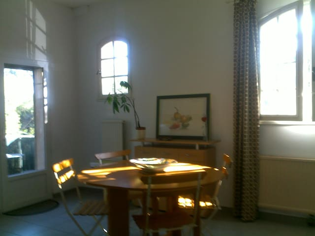 Appartement indépendant dans villa - Ventabren