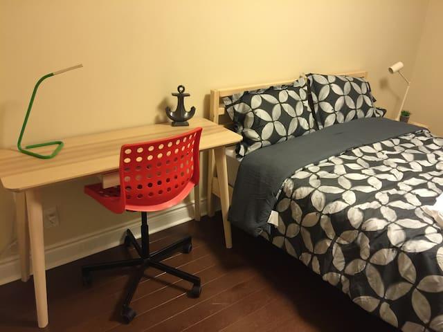 Markham - 2 Room Apartment + 1 Parking Available - Markham - Wohnung