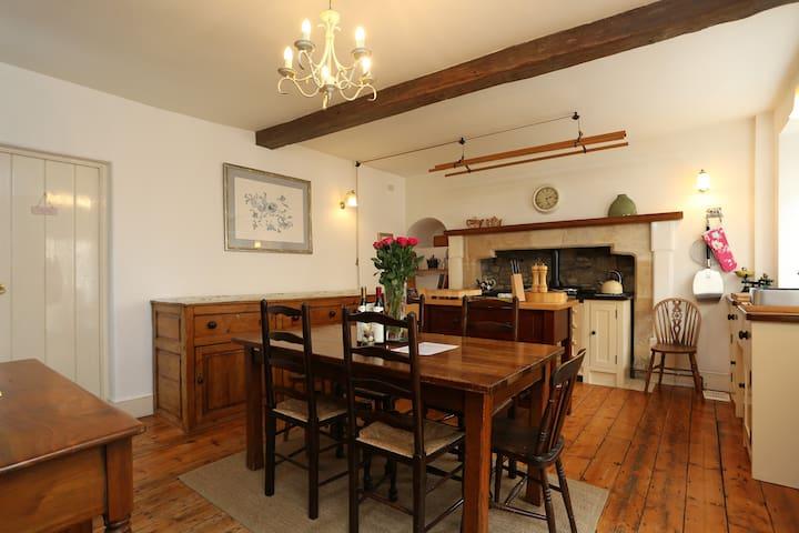 Extraordinary 15th century Cottage near Bath