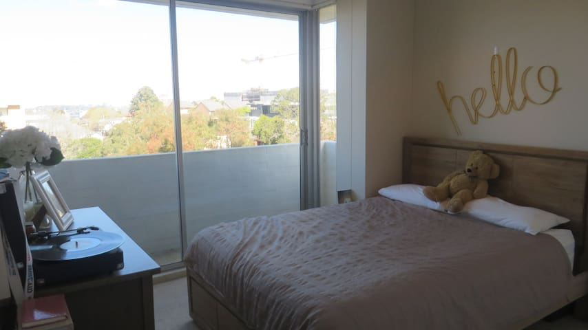 Bright and Spacious 1 Bedroom Apartment - Cremorne - Appartement