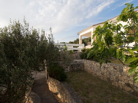 ALDOs house - 20m from the sea