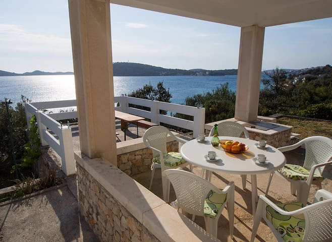 ALDOs house, 20m from the sea - Rogoznica - Rumah