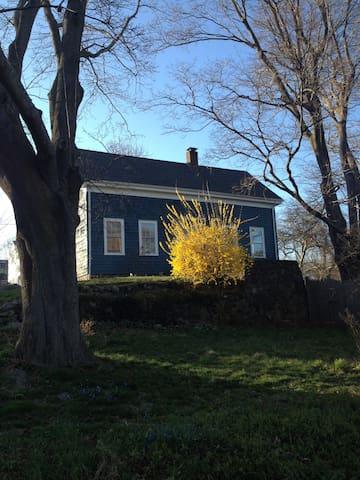 Cosy Maple Cottage, garden, ocean! - Marblehead - Maison