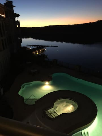 King Condo with View of Lake Travis