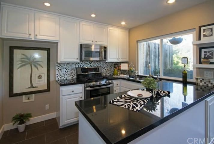 Light and Quiet Townhouse - Laguna Niguel - House
