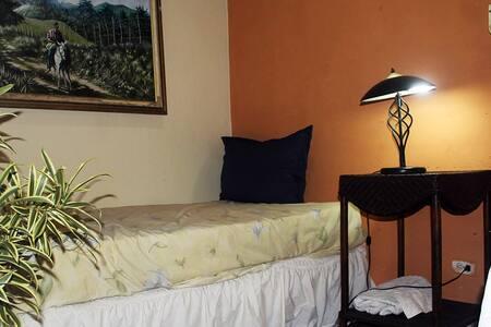 Habitacion privada en Zona Tranquil - Santo Domingo - Huis