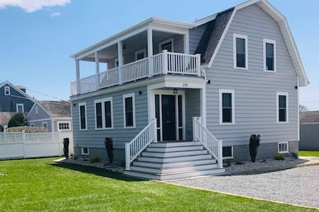 New! Steps from Beach and Minutes to Downtown!