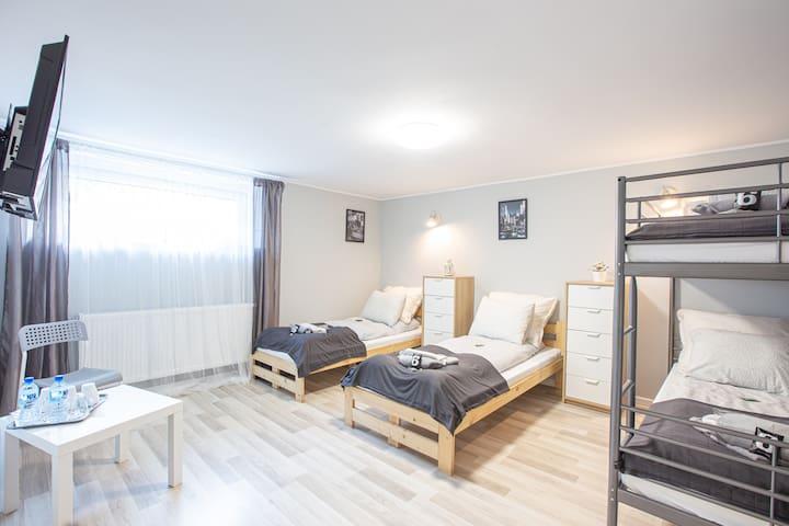 NAZARO 6 Cities Rooms Bydgoszcz- TOKYO - for 4