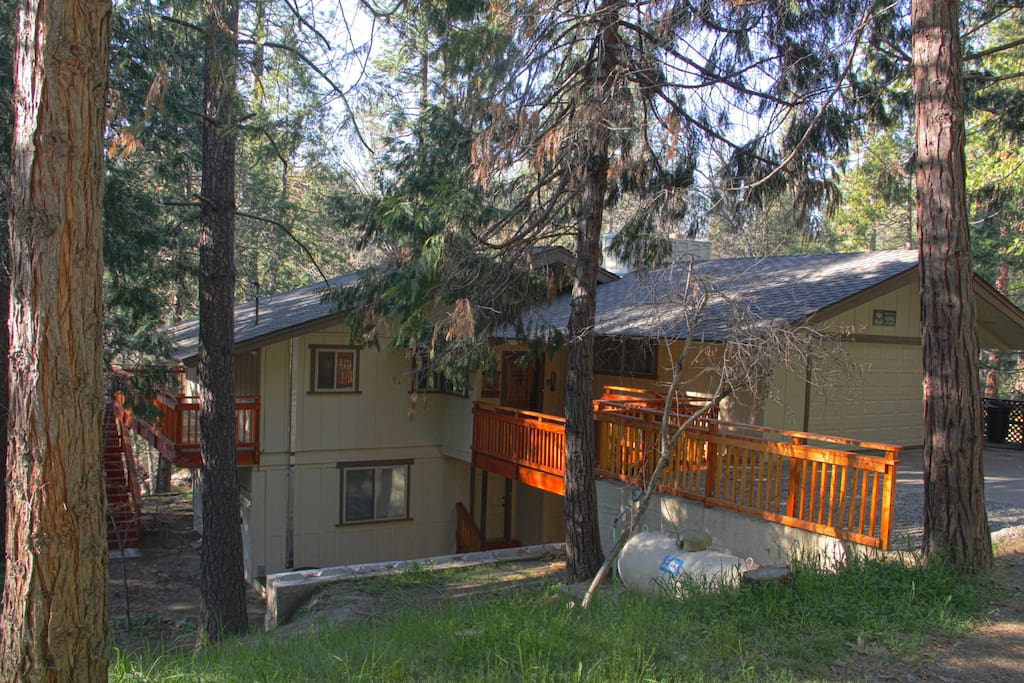 Spacious, perfect for large groups, with sprawling decks over looking Lewis Creek.