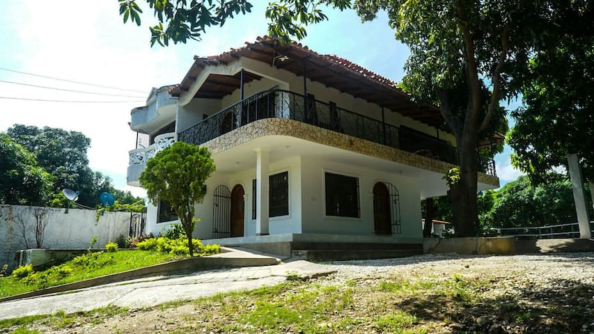 Linda casa Santa Marta cerca tayrona y taganga