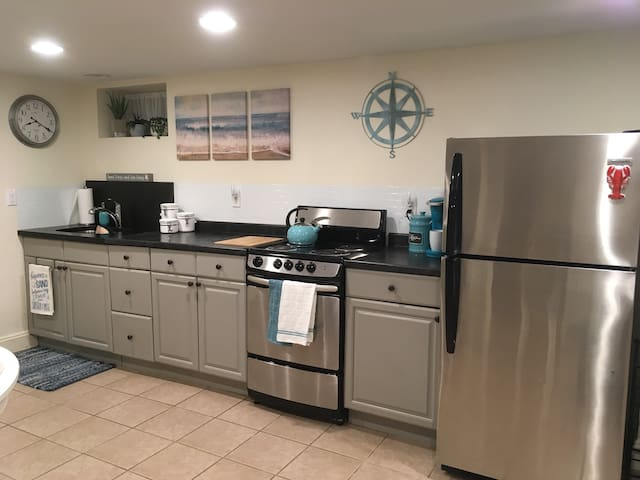 Fully equipped kitchen with fridge, stove, Keurig coffee maker, crockpot, blender, microwave, toaster and toaster oven. Basic cooking supplies provided; oil and spices.