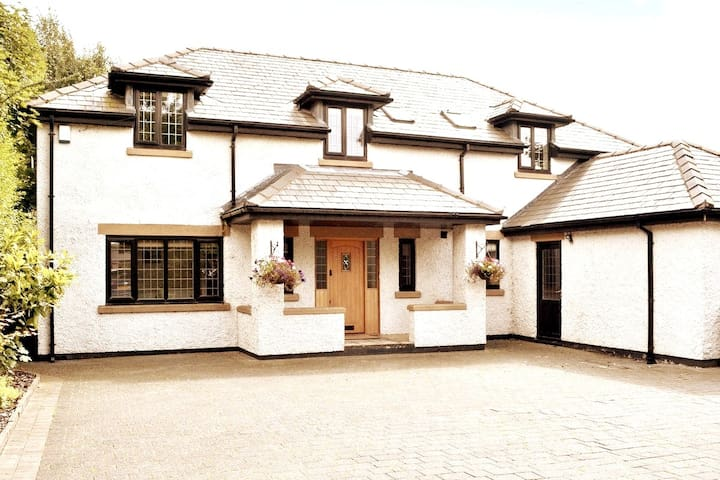 Luxury detached property which sleeps 11