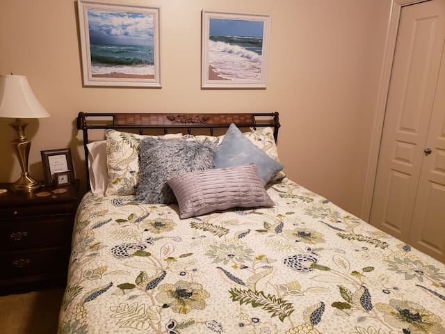 Ocean Blue Relaxation Room near Zion  w/Comfy Bed