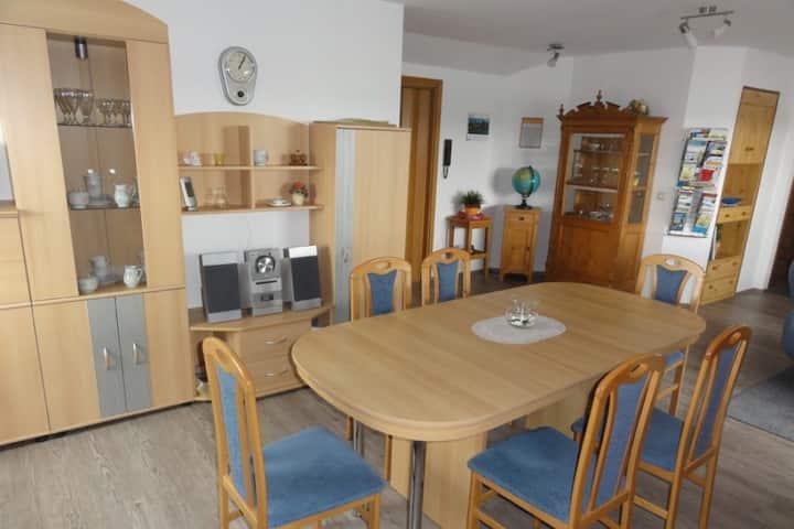 Gästehaus Gold (Glött), Ferienwohnung Dachgeschoß (80qm) mit drei Schlafzimmern