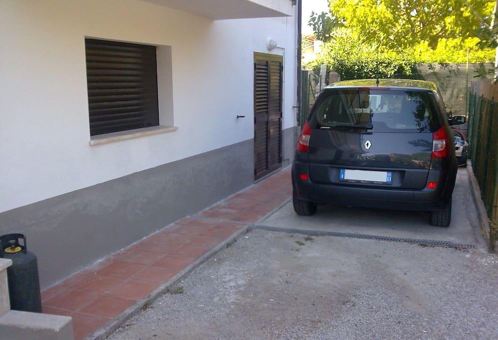 Parcheggio auto privato