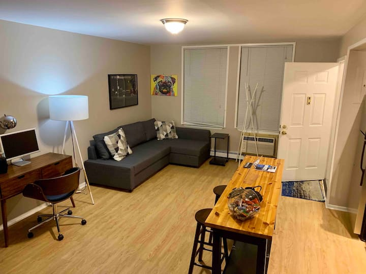 Private 2BR Bath Full Kitchen Exclusive Parking