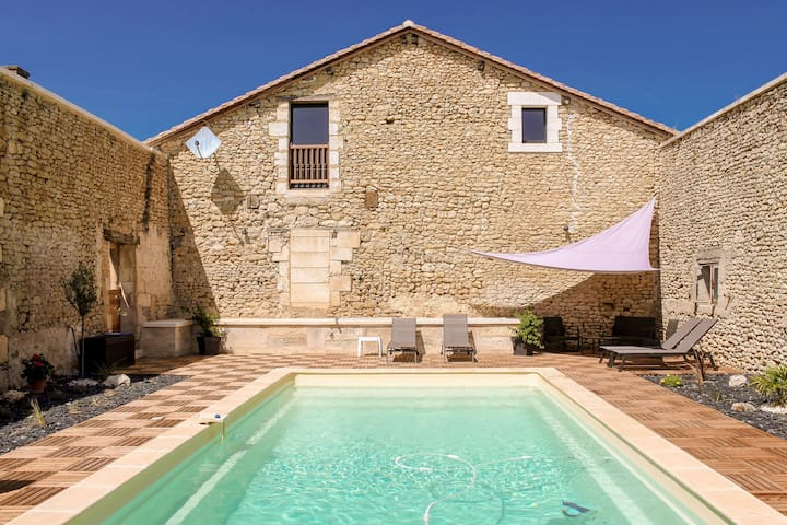 Charming holiday home in Aquitaine with Swimming Pool