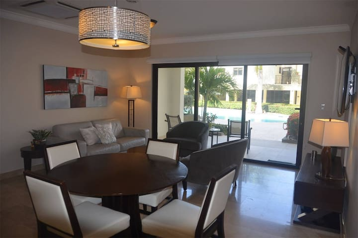 Gorgeous Delux one bed apartment on ground floor