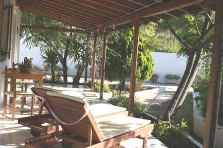 Villa Larios in Kolios