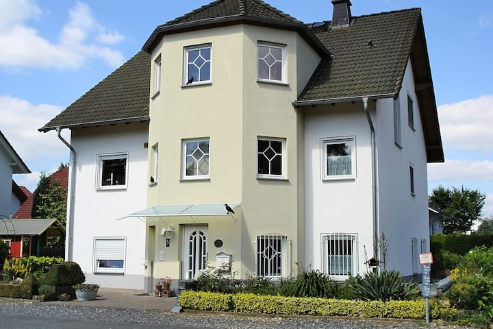 Ground-floor apartment in the beautiful Lahntal with terrace and separate entrance.