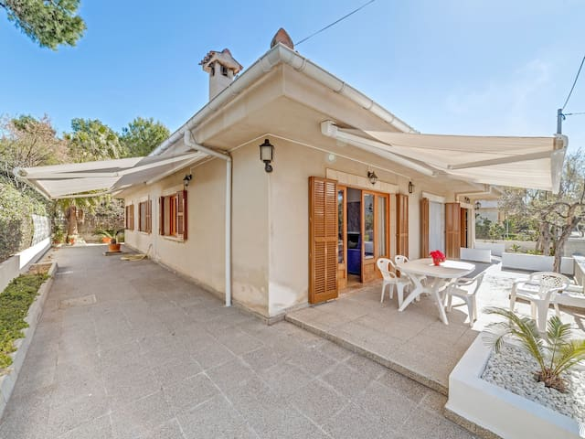 4 bedrooms, 2 bathrooms (1 en suite), terrace, living room, kitchen, garage
