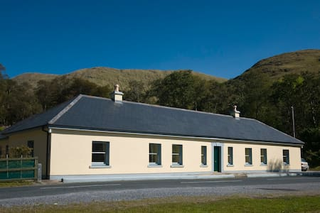 Aasleagh Cottages, Connemara - Leenane - Zomerhuis/Cottage