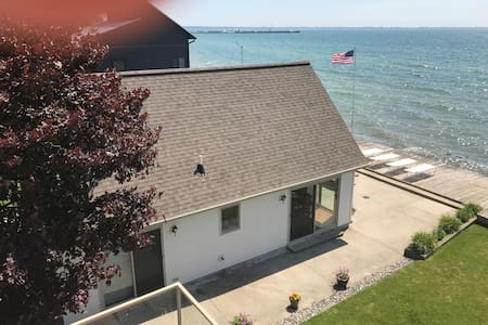 East Tawas Cottage home on Lake Huron, Tawas Bay