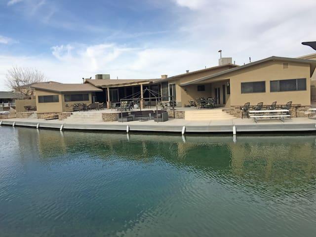 Parker Casa De Paradise